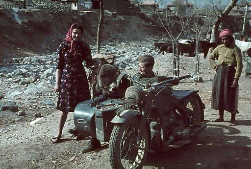 цветная фотография мотоцикла второй мировой войны