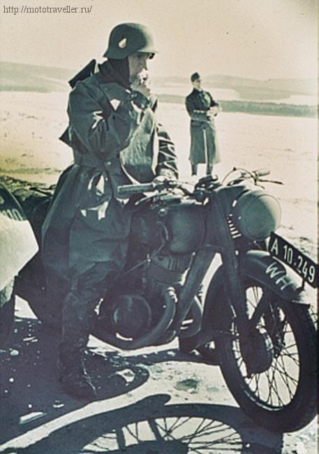 цветная фотография мотоцикла рейха