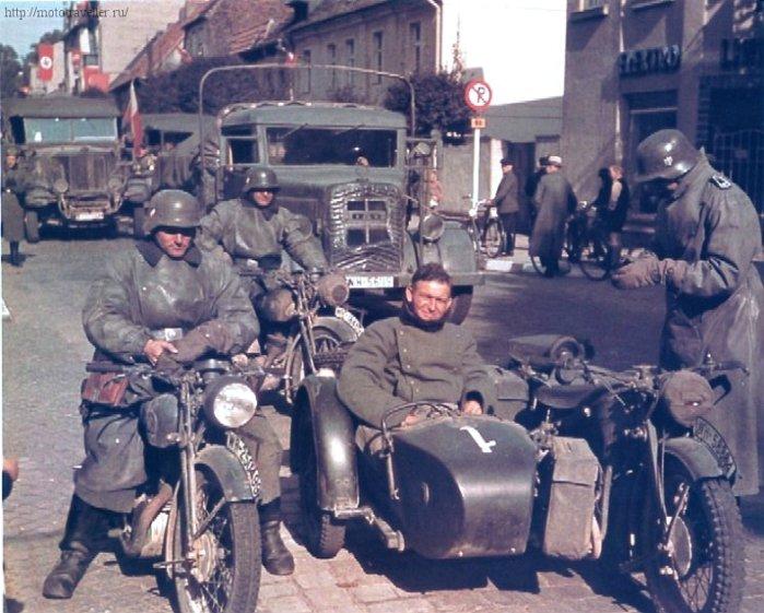 цветная фотография мотоциклов второй мировой войны