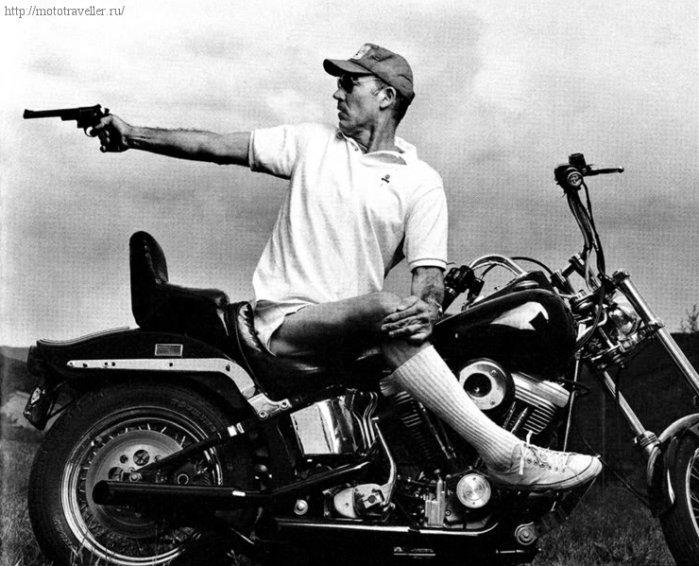 Хантер Томпсон на мотоцикле