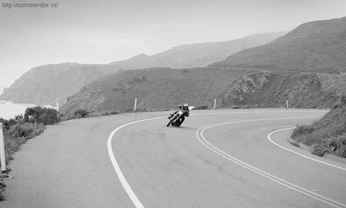 резкий поворот на мотоцикле