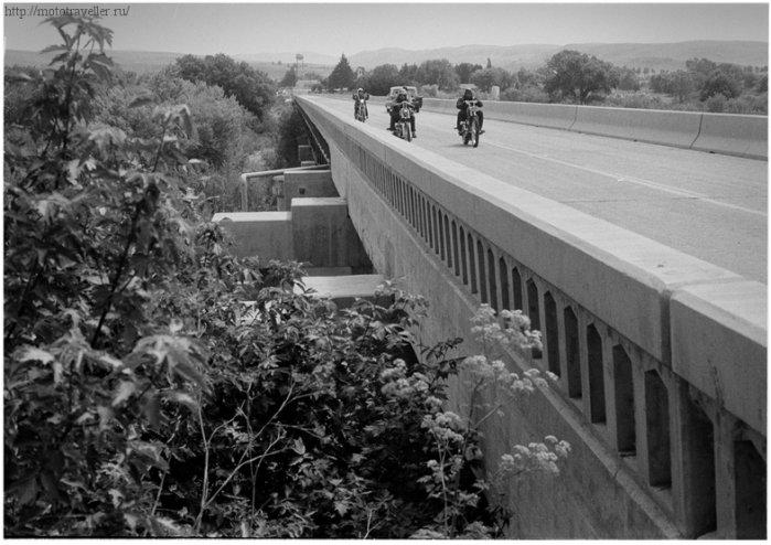 Мотоциклы на мосту