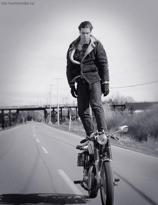 Езда на мотоцикле стоя