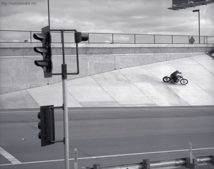 Езда по стене на мотоцикле