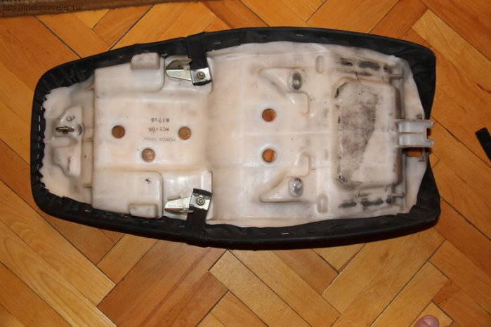 Сиденье мотоцикла Honda cb400 с внутренней стороны