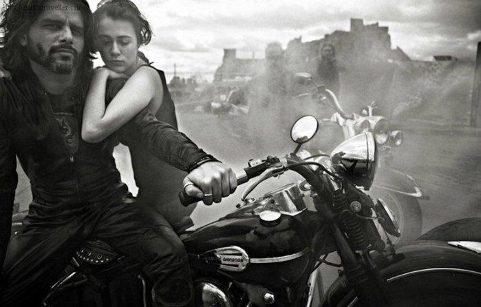 Пара на мотоцикле