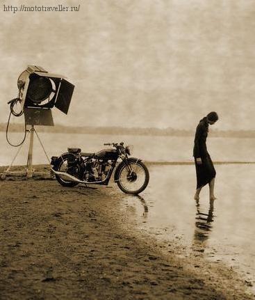 мотоцикл у озера