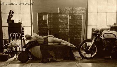 Мотоцикл в квартире