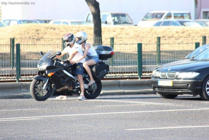 Мотоциклист в полном экипе