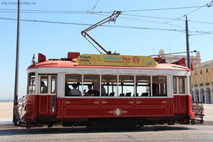Одна из достопримечательностей Лиссабона - старый трамвай