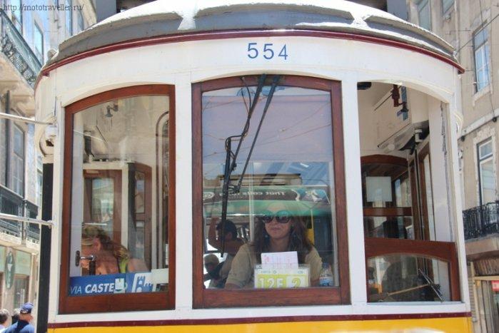 Одна из достопримечательностей Лиссабона - трамвай