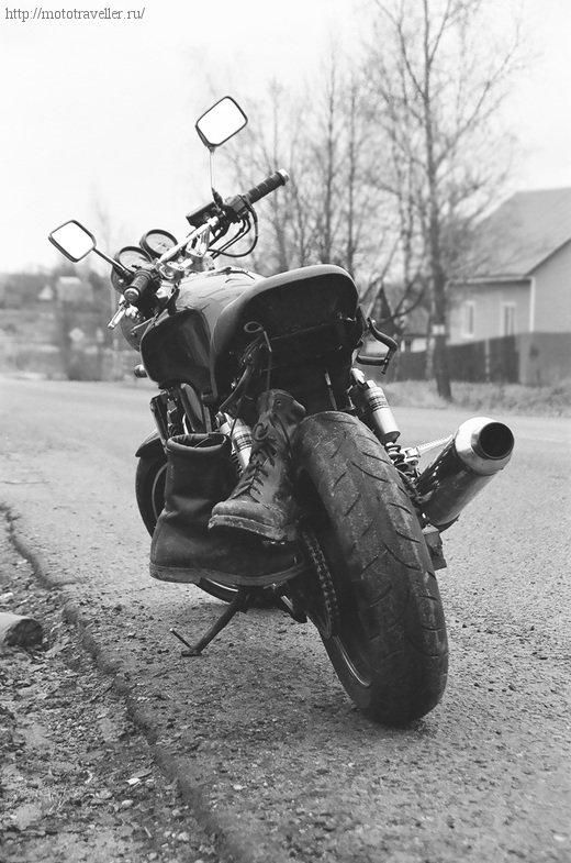 Мотоцикл Honda cb 400 с берцами