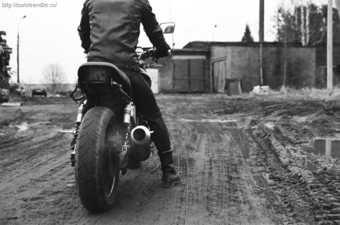 Мотоцикл Honda cb 400 в грязи