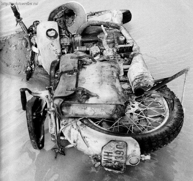 Брошенный военный мотоцикл