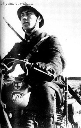 Турецкий кадет на военном мотоцикле