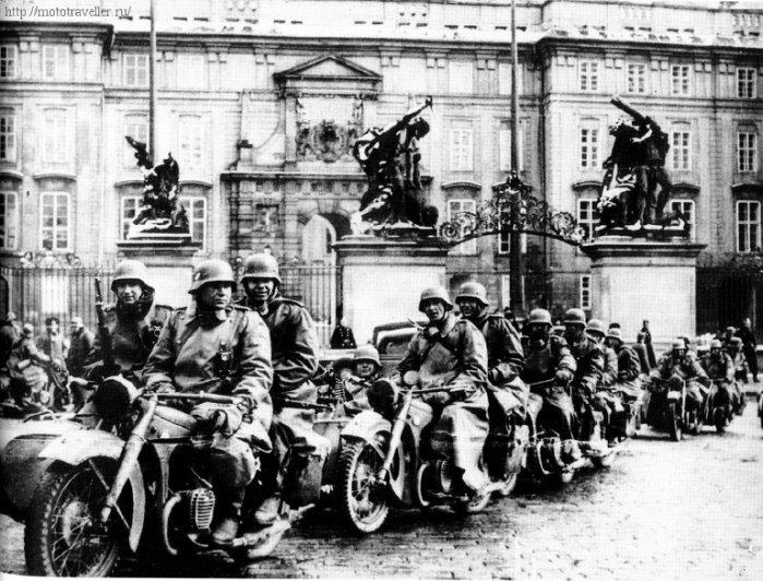 военные мотоциклы Вермахта в Праге