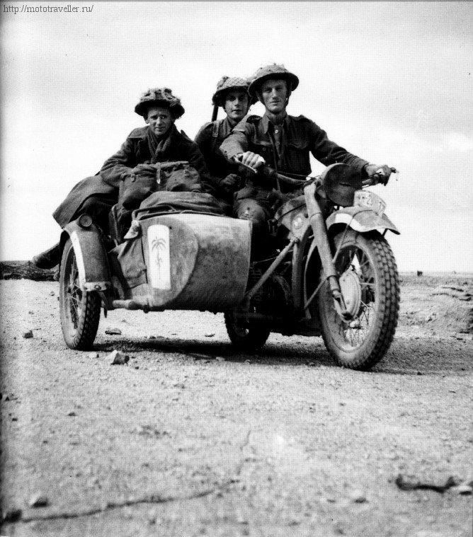 Британские солдаты на немецком военном мотоцикле