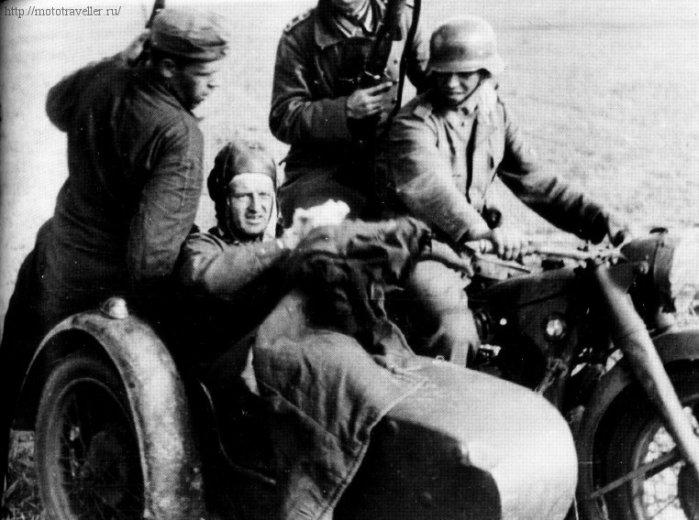 Военнопленный в коляске военного мотоцикла