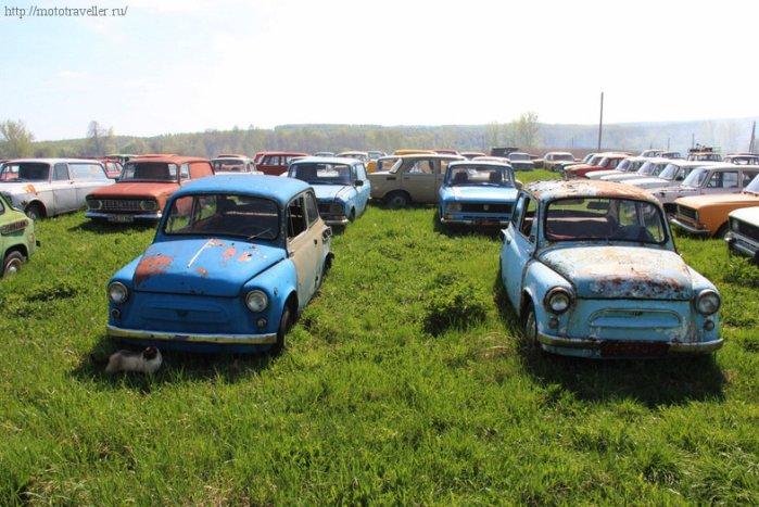 Экспозиция музея ретро-автомобилей Красинца в Черноусово