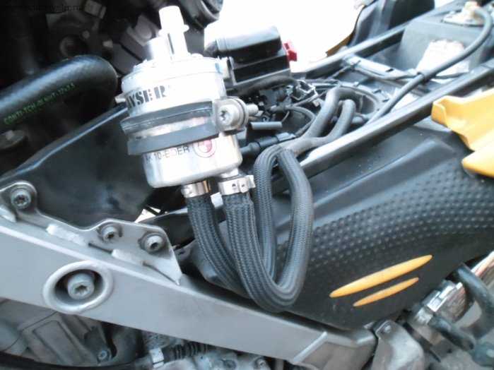 Замена бензинового фильтра мотоцикла BMW F650GS своими руками