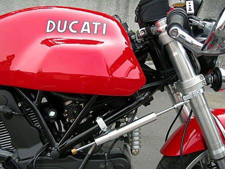 Рулевой демпфер мотоцикла с креплением к раме