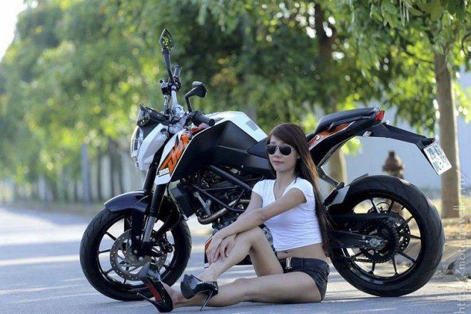 Мотоцыклы и девушки на фото