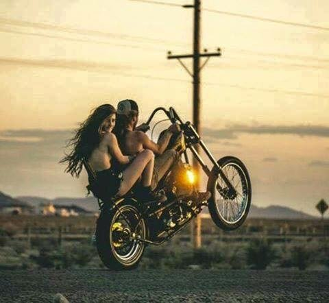 Девушки на мотоцикле вторым номером
