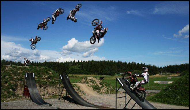 Трюки на мотоциклах в FMX