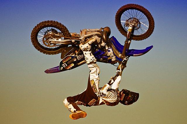 Трюки на мотоциклах FMX