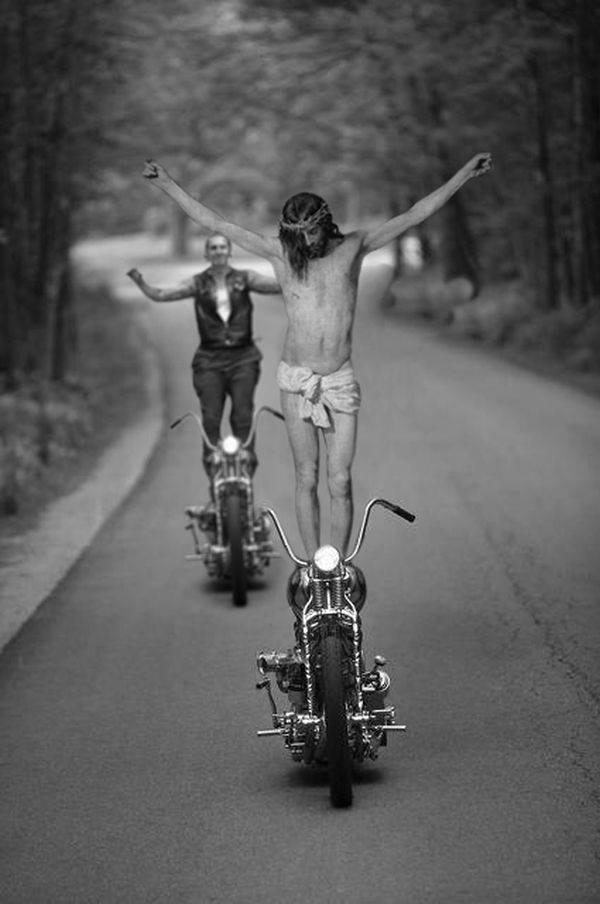стантрайдерские трюки на мотоциклах