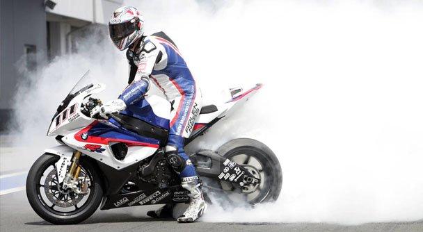 Стантрайдерские трюки на мотоцикле