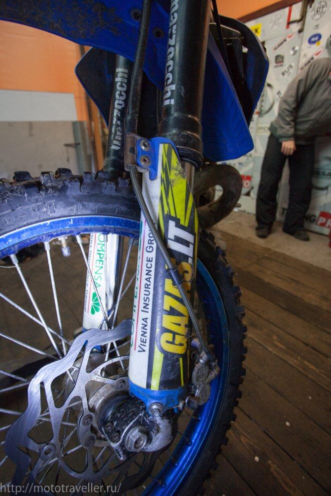 Неправильная прокладка тормозного шланга на мотоцикле