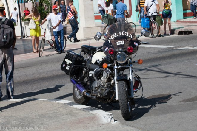 Полицейский мотоциклист на Кубе