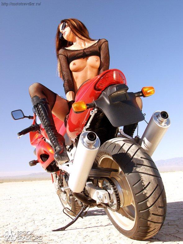 Голая девушка на мотоцикле рисунок — pic 1
